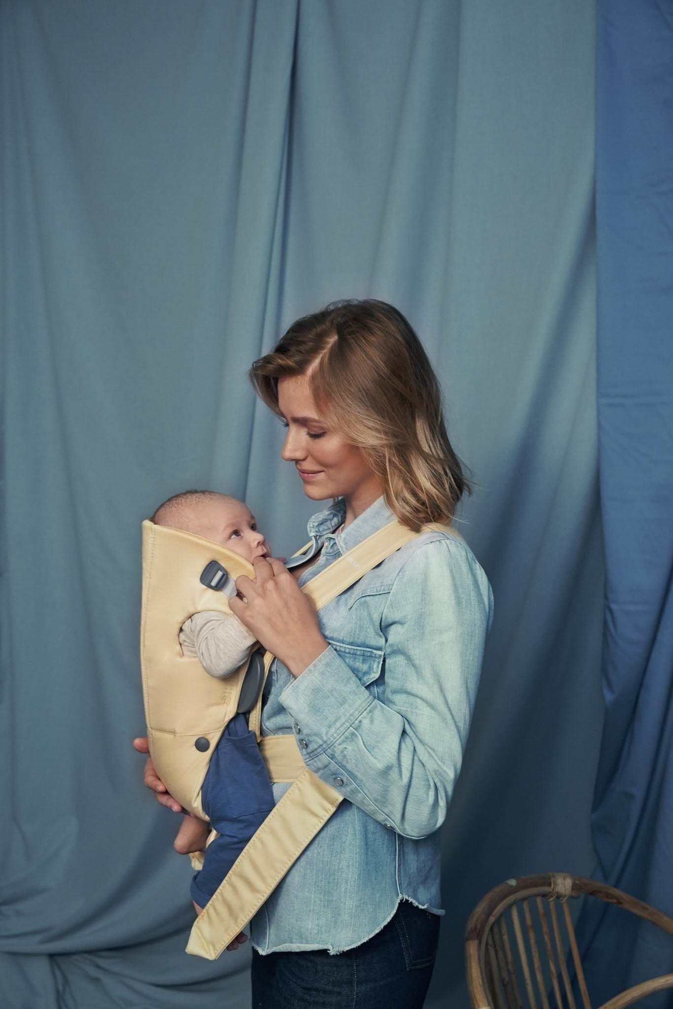 BABYBJORN MINI Cotton – nosidełko, Jasny żółty