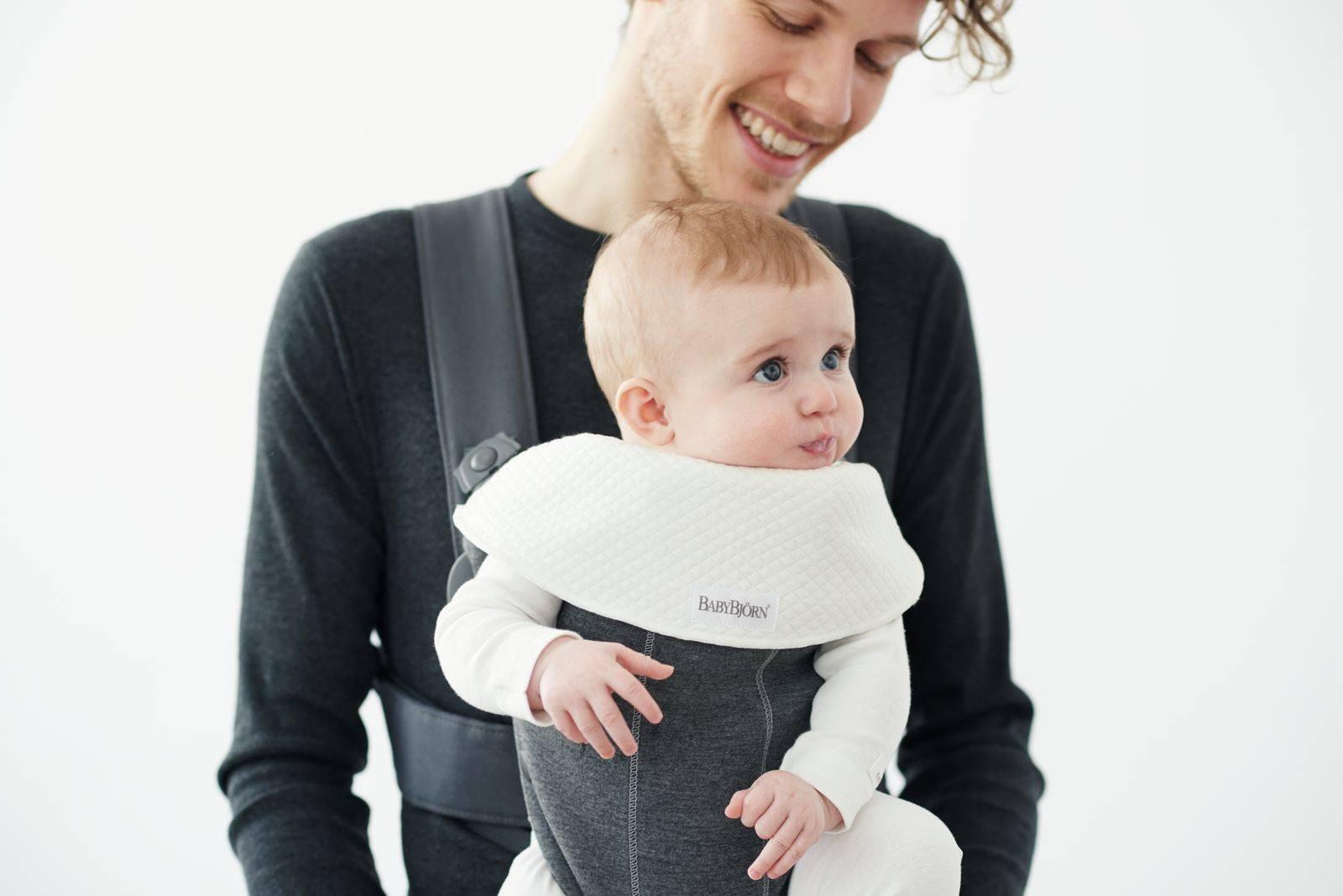 BABYBJORN - śliniaczek do nosidełka BABYBJORN MINI/MOVE, biały