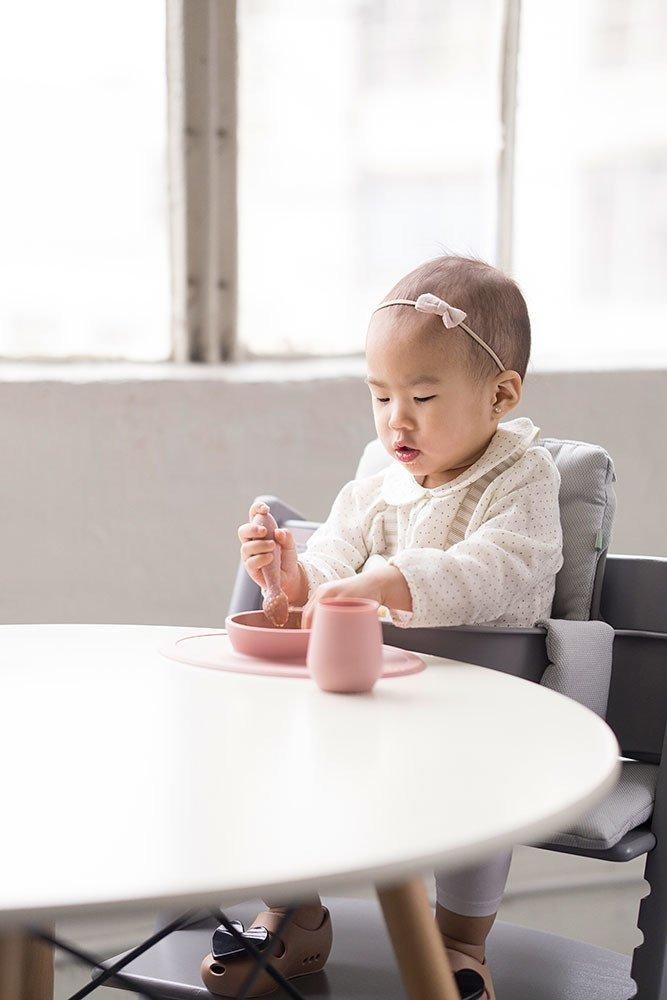 EZPZ -  Silikonowy kubeczek Tiny Cup, pastelowy róż