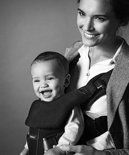 BABYBJORN - śliniaczek do nosidełka ergonomicznego BABYBJORN One, czarny